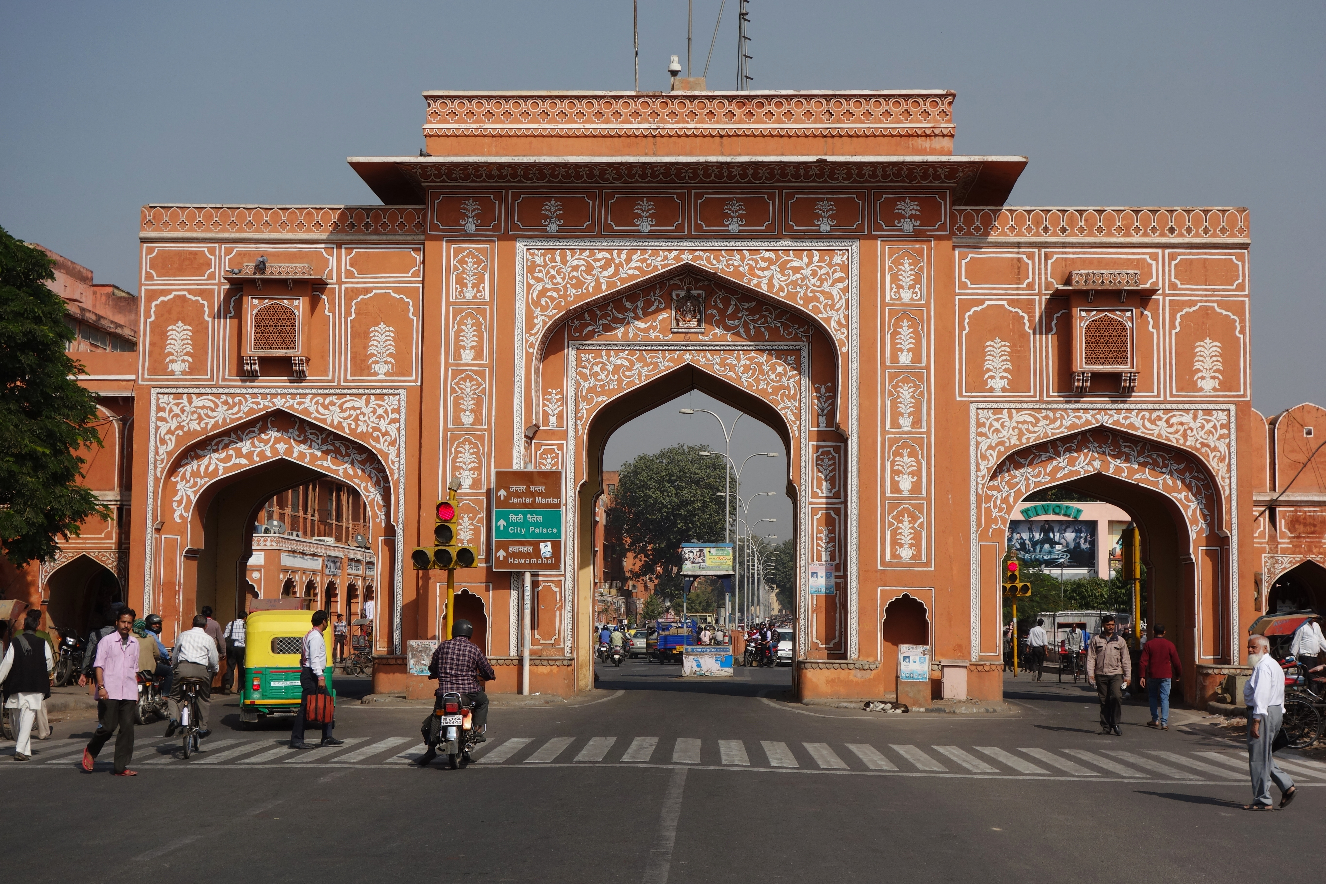 How to catch a rickshaw in India – Jaipur | One Long Peel
